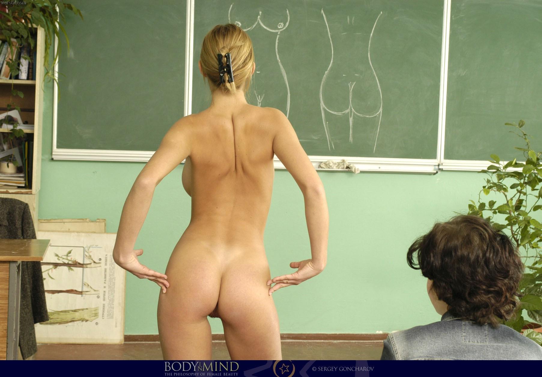 Учительница провела урок анатомии голой 21 фотография